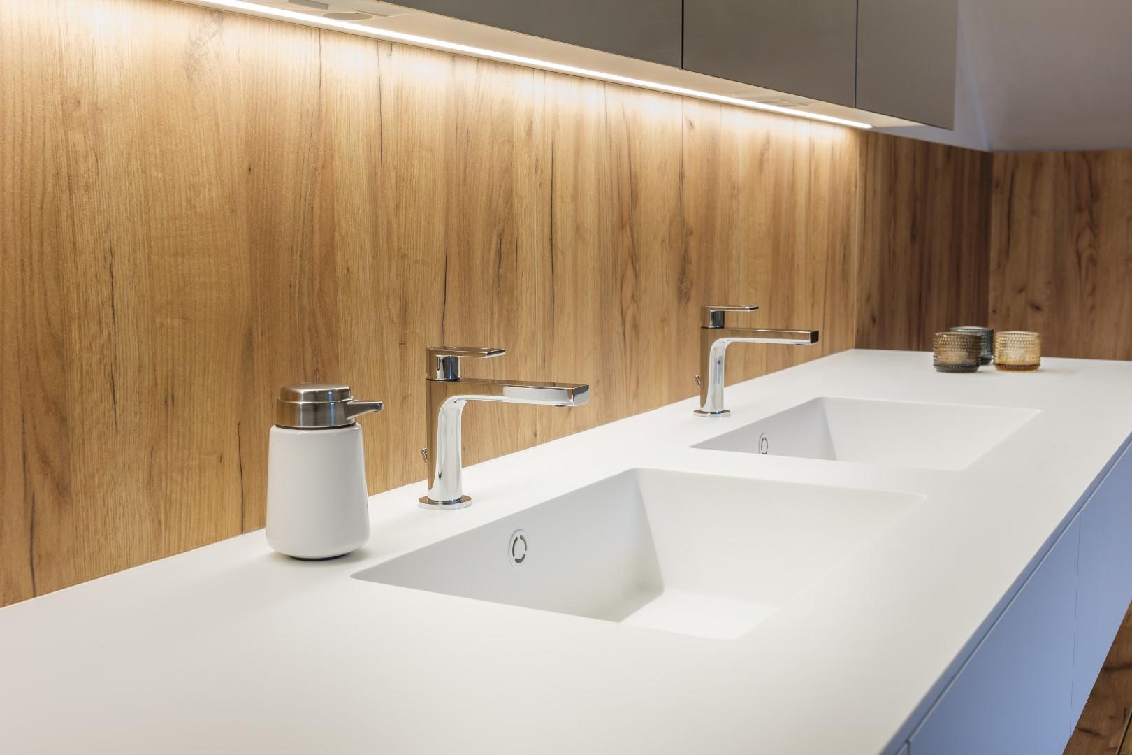 Hout Afwerking Badkamer : Badkamer met een volledige houtafwerking